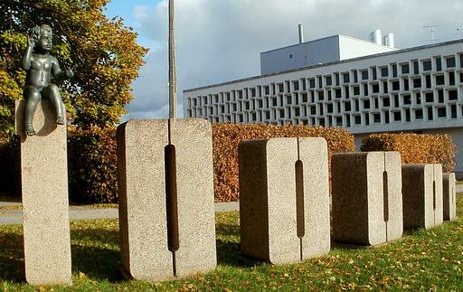 100 000. Tarton asukas monumentti