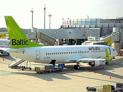 airBaltic 737-300 Wienin lentokenttä
