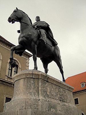 Baijerin kansallismuseo regentprinssi Luitpold ratsastajapatsas Munchen Saksa