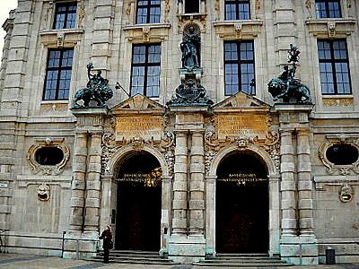 Baijerin kansallismuseo sisaankaynti Munchen Saksa