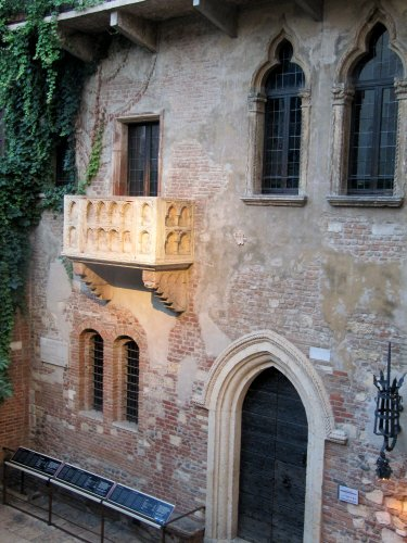 Verona Juliet balcony - Day trips from Venice Italy