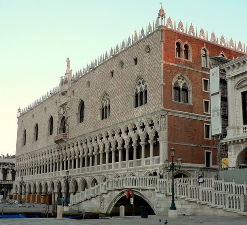 Dogen palatsi Ponte della Paglia Venetsia