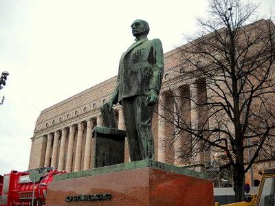 Presidentti Ståhlbergin patsas Eduskuntatalo Helsinki