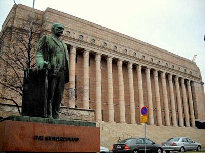 Presidentti Svinhufvudin patsas eduskuntatalo Helsinki