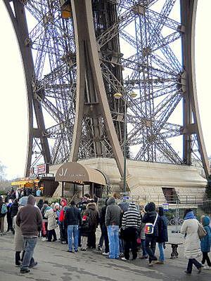 Eiffel torni hissa ja portaat Pariisi