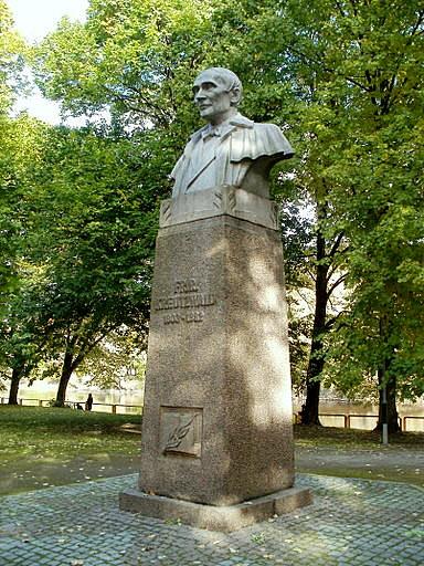 Fr. R. Kreutzwald monumentti Tartto