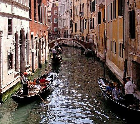 gondola-rides-in-venice