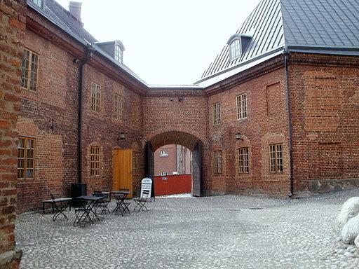 Lipunmyynti sisäpiha Hämeen linna