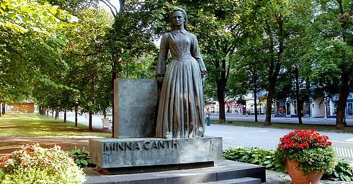 Minna Canth patsas Hämeenpuisto Tampere