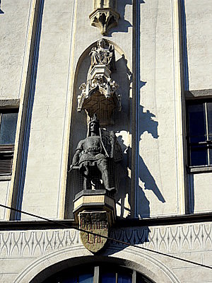 Alte Rathaus Henry the Lion statue Munich Germany