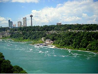 Niagara Falls Rainbow Bridge to Canada