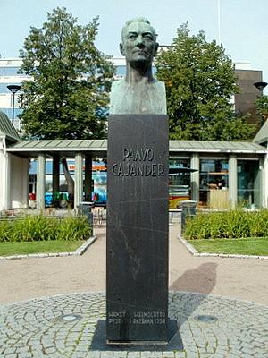 Paavo Cajander patsas Hämeenlinna