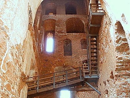 Portaat Tarton tuomiokirkon torniin