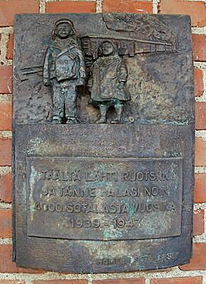 Hämeenlinnan rautatieasema muistolaatta sotalapset