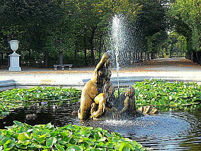 Schönbrunn palace water fountain Vienna Austria