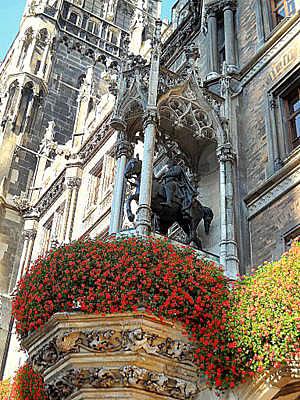 Neue rathaus statue Munich Germany