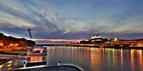 Nový Mostin silta ja sen näköalatasanne Bratislava Slovakia.
