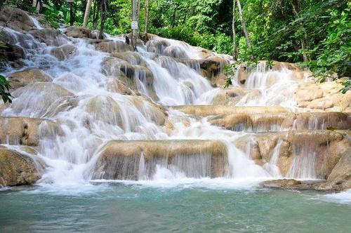Dunn's River Falls vesiputous Jamaika.