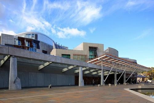 Skotlannin parlamenttitalo Edinburgh.