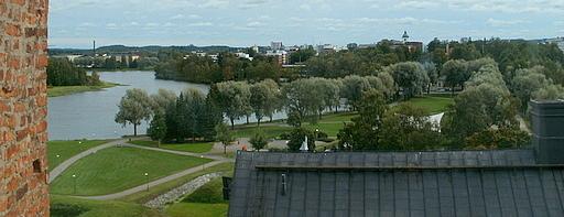 Aleksis Kiven ja Maaherranpuisto Hämeen linna